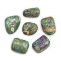 Ročni kamen rubin v fuksitu
